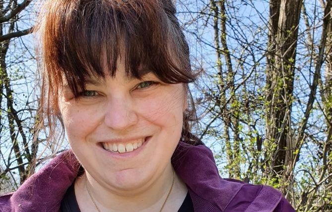 Nicole Glücklich organisiert mit ihrer Plattform Cleanups im Saarland und engagiert sich für Müllreduzierung.